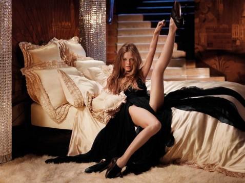 agent provocateur, modèle 2011, femme, contorsion