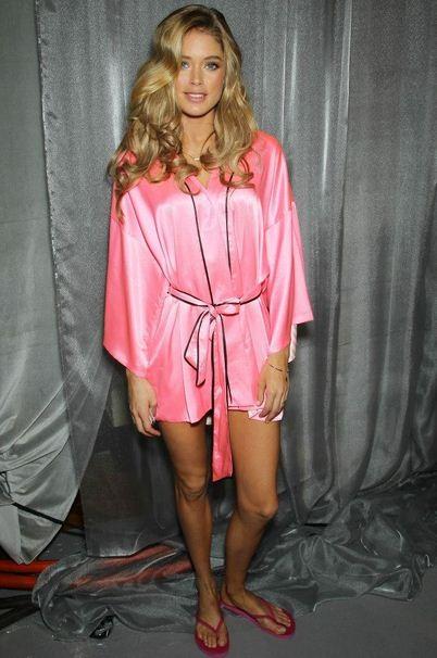 barbie, victoria secret, lingerie, poupée, femme, modèle, blonde